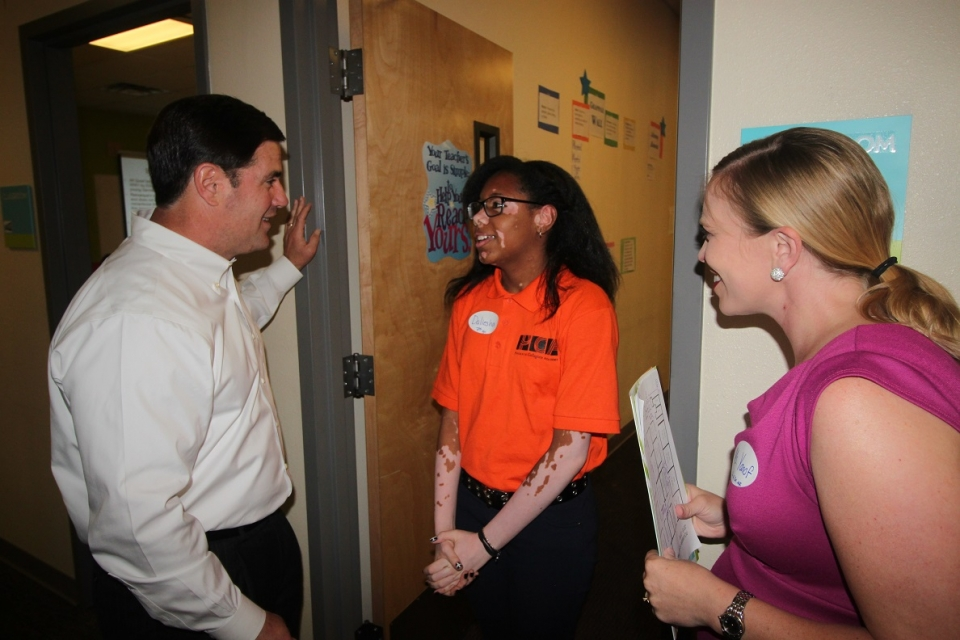 Governor visits Phoenix Collegiate Academy